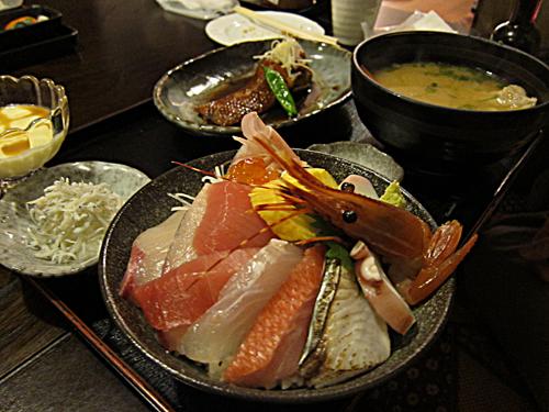 五彩丼と煮付け.jpg