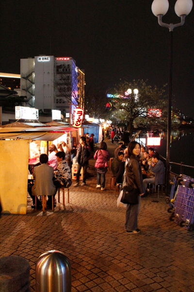 博多の夜屋台.JPG